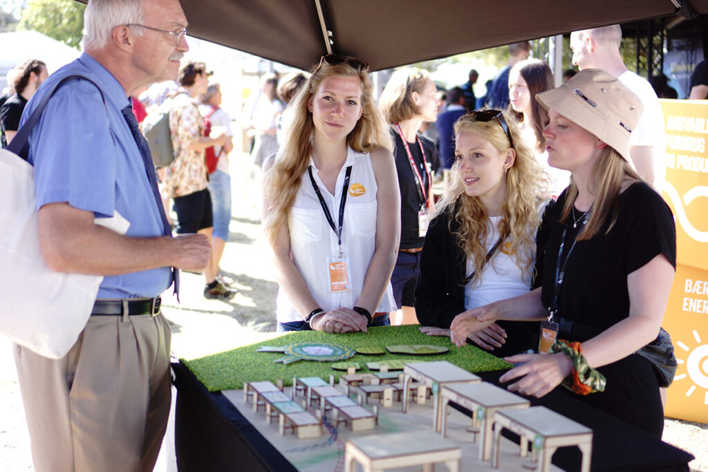 students explaining thier project